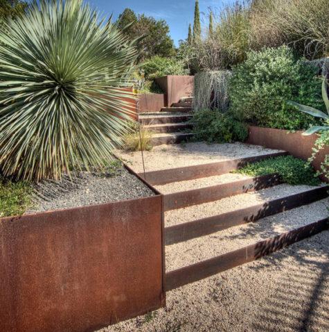 Corten keerwanden; een sfeervolle oplossing in uw tuin